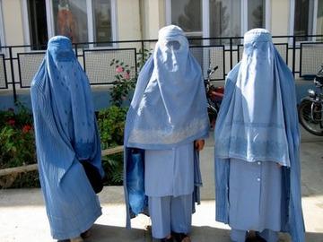 ドイツで運転席や学校での「ブルカ」禁止へ…「身元確認が困難」「女性蔑視の象徴」