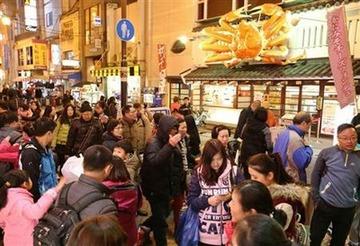 【大阪】「春節」爆買い狙いで中国人優遇店が増加 → 日本人客に嫌われて更なる中国依存の悪循環に突入