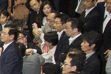 津田弥太郎のセクハラ暴行をマスコミがようやく報じ始める → 日テレが「行く手を遮ったために引きずり倒された」と擁護して批判殺到