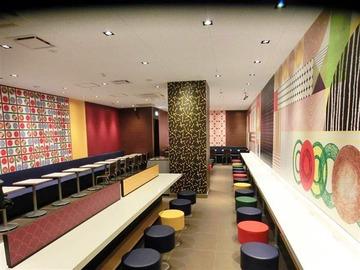 マクドナルドの日本オリジナル内装が佐野研二郎っぽいと話題に
