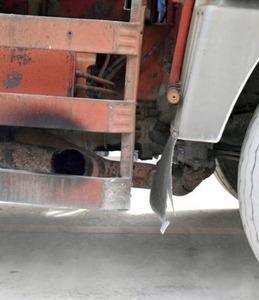 沖縄サヨク「ダンプカーのマフラーが右向きで排ガスをかけられた。警察が取り締まらないのはおかしい」
