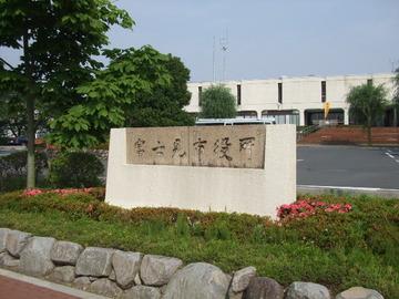 【埼玉】赤旗の配達アルバイト、富士見市役所の警備員を殴って逮捕