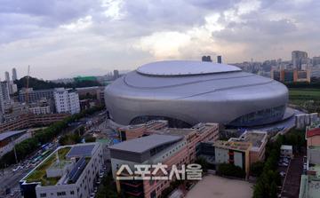 韓国初のドーム球場が完成 → ネット民「崩壊する未来しか見えないんだが…」