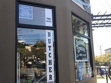 【米国】動物愛護団体が精肉店に「肉食には反対!」のポスター掲示させる…店先封鎖しての抗議デモに屈服