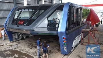 渋滞回避を狙った「またがりバス」がまさかの実車化…中国