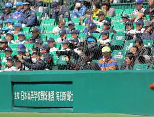 甲子園の迷惑客ラガー、バックネット裏を追い出されて三塁側の席に移動