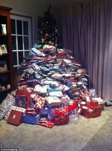 【英国】子供にあげる300個のクリスマスプレゼントをネット投稿 → ネット民の猛攻撃を受けて炎上