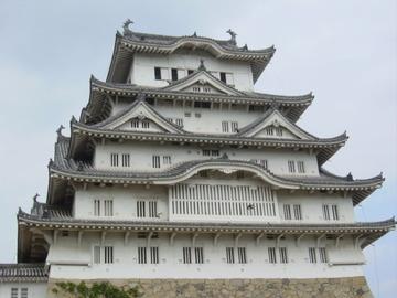 【兵庫】大修理が終わったばかりの姫路城にドローン衝突…大天守の窓枠に傷、操縦者逃亡