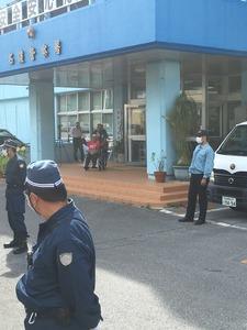 【沖縄】サヨク活動家に出頭要請 → 警察署に仲間集結 → その隙にガサ入れ&ゲート前の道路が封鎖されるwwwww