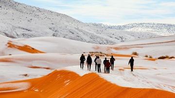 サハラ砂漠に異例の積雪…過去40年で3度目