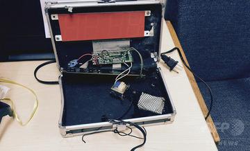 【アメリカ】自作時計を爆弾と勘違いされたイスラム少年、賠償金18億円を要求