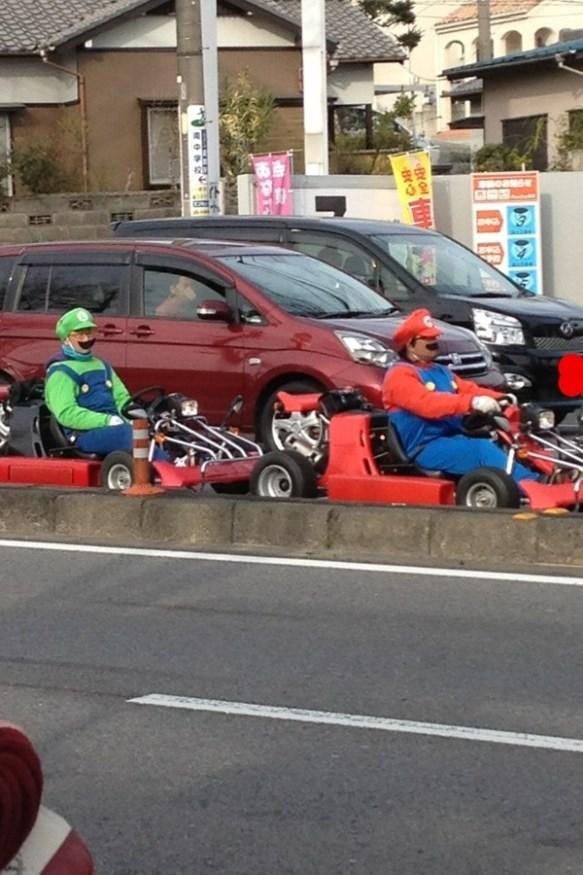 【画像】公道でマリオとルイージ発見したったwwwwwwwww