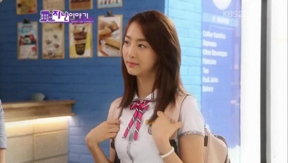 【画像】韓国の女子高生の制服がダサ過ぎると話題