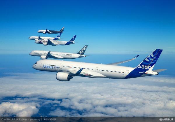 A350_XWB_-_formation_flight_3