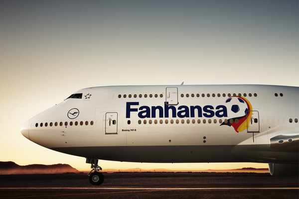 boeing-747-8-with-fanhansa-logo