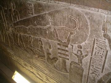 考古学者「ピラミッドは圧電効果を使った巨大な発電機だった」
