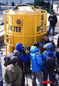 """「私ならもっとうまくやれる」 → 「潜水士がいないので撤収する」 → 「作業続行を求めるなら金を払え」 セウォル号沈没事故、韓国社会を激怒させる""""無責任の連鎖"""""""