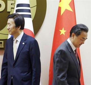 【政治】中国外相、韓国に激怒! 投資銀参加迫るも韓国側逃げ「裏切られた」