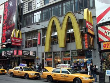 業績悪化のマクドナルド、世界の直営3500店舗売却へ