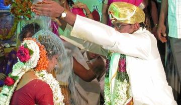 【国際】インドの結婚式場にて、新婦「15+6は?」 新郎「17」 → 新婦逃亡