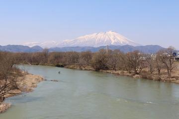 【岩手】昼休みに着衣のまま川で泳いだ会社員が水死