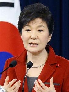 韓国「助けて!パククネの任期があと3年も残っているの!!」
