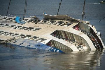 【中国船転覆事故】船体引き起こし完了、船内捜索開始…死者331人