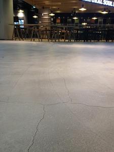 【韓国】ロッテタワーで床の亀裂が見つかって大騒ぎに → 業者「演出なので安全ニダ」