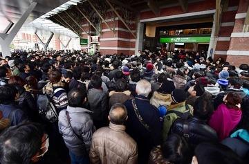 【東京駅100周年Suica】買えなかった人たちが激怒 「買えたのは徹夜組だけ。ルールを守った人が買えないのはおかしい」