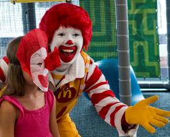 【悲報】全米の「ピエロ恐怖症」の影響でマクドナルドのマスコット・ドナルドが使用を一部自粛!