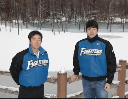 日本ハムの斎藤佑樹投手が後輩の有原航平投手と雪道でスリップして転倒した車の運転手を救出!