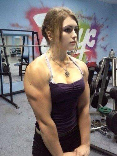 ロシアの17歳のたくましい女性が中国で人気 「天使のような容貌に、怪物のような体」