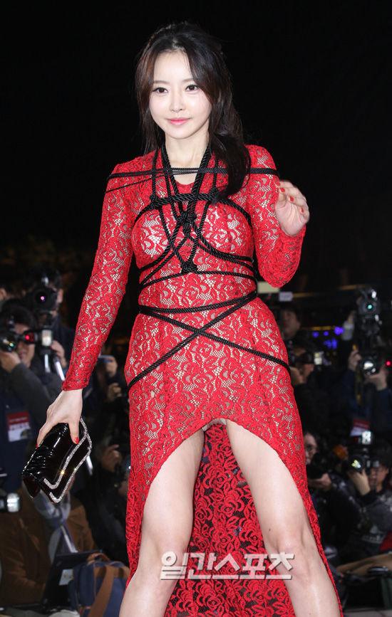 映画祭での韓国女優の衣装がパンツ丸出し