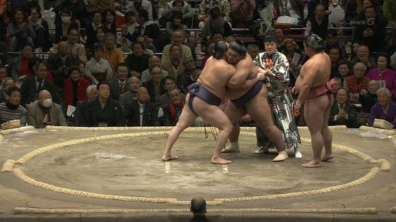 大相撲で乱入騒ぎ(画像あり)