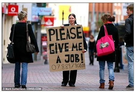 【絶望の就職戦線】おまえらの仲間が3万人も増えるぞー!! しかも大卒www