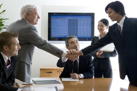 初対面でいきなり商談始めた若手社員 取引先に注意されキレる