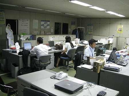 外人 「労働時間8時間って長すぎだろ。日本人は奴隷かよ