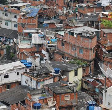 【ブラジル】戦車も動員しスラム街を一斉摘発 W杯と五輪控え