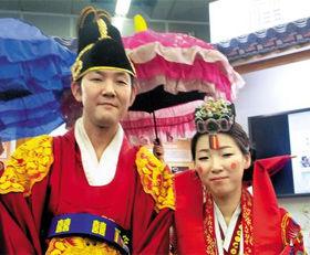 【日韓】韓日カップル結婚式、「両国友好に役立てば」(写真)