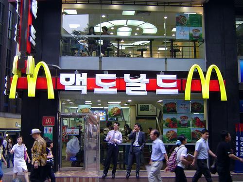 【韓国】マクドナルド配達員、客に配達した後・・・「唾を吐いたハンバーガーを全部食べたの?^^」とメール送る
