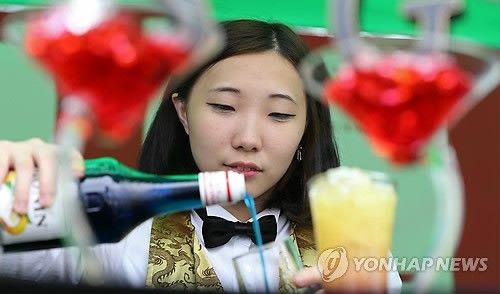【韓国】「私が作ったドリンク、召し上がってみますか?」(写真)