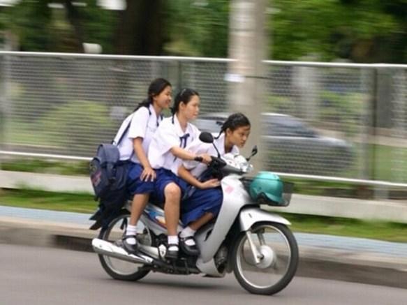 【画像あり】 タイの 女子高生 カッコよすぎ ワ ロ タ wwwwwwwwwwwwwwwwwww