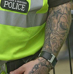 【英国】ロンドン警視庁、制服で隠せない入れ墨があれば採用拒否
