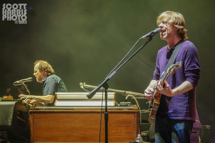 Scott_Harris_Phish_2013.10.31_1024px_08