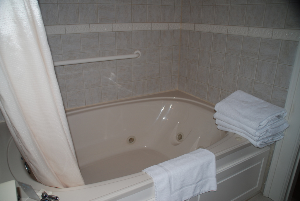 King Beds And Jacuzzi Tubs Lives Of Wander
