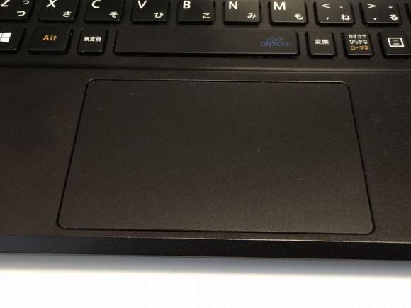【使用レビュー】人生最高のノートPC!世界最軽量《LaVie Hybrid ZERO》が快適すぎてオススメ-マウスパッド-@livett1