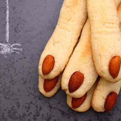 How to make tasty, ghoulish Halloween 'fingers'