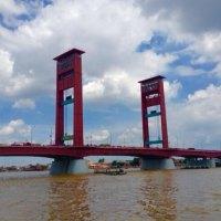 Jembatan Ampera, salah satu ikon Kota Palembang