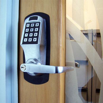 Regular deadbolts VS keyless locks