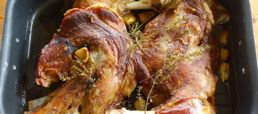Epaule d'agneau confite en cuisson lente aux aromates